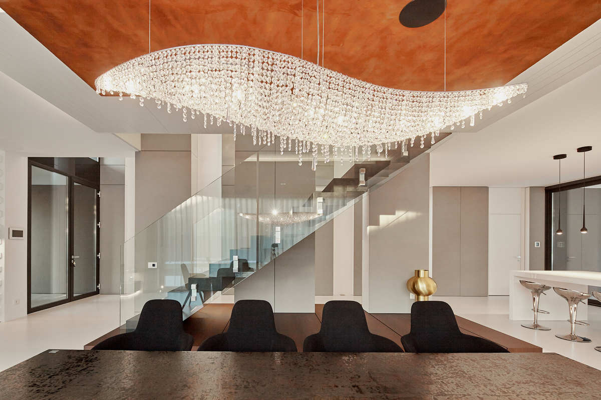 huge pendant lamp over dinning table