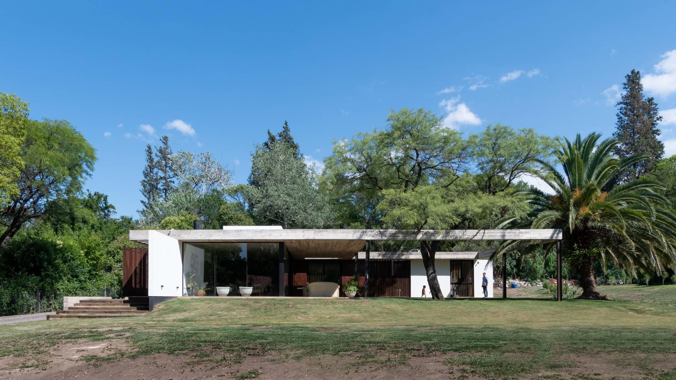 Casa PLC in Córdoba, Argentina designed by Catalina Lanza Castelli + AR Arquitectos