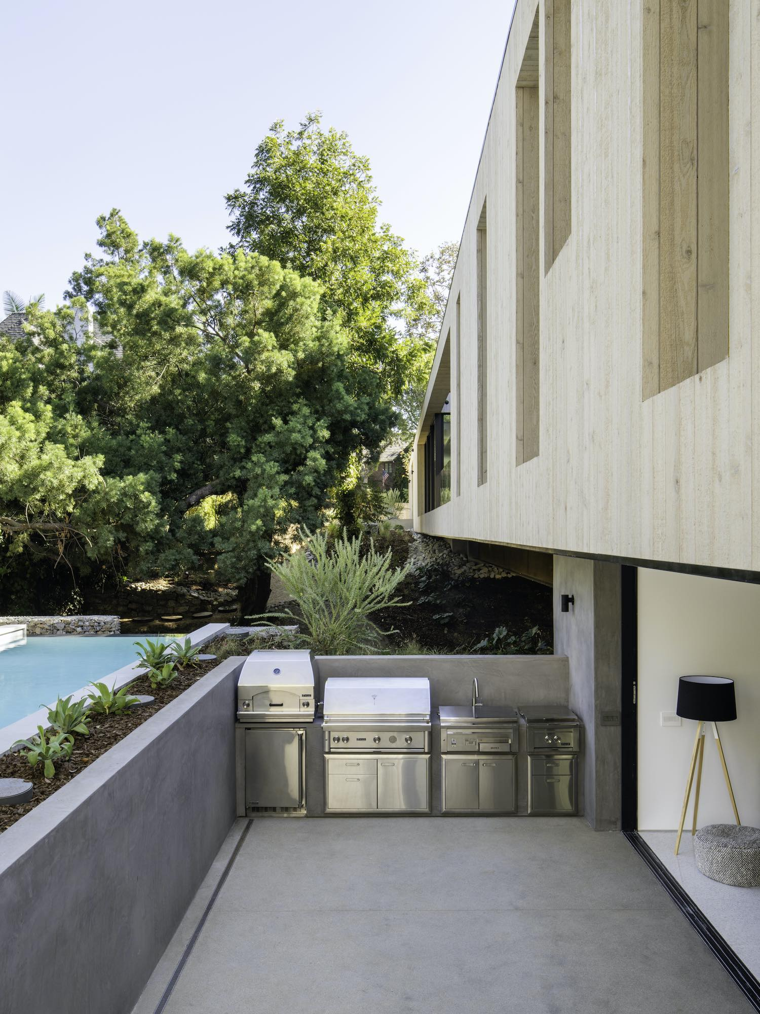 Bridge House in Los Angeles, California by Dan Brunn Architecture
