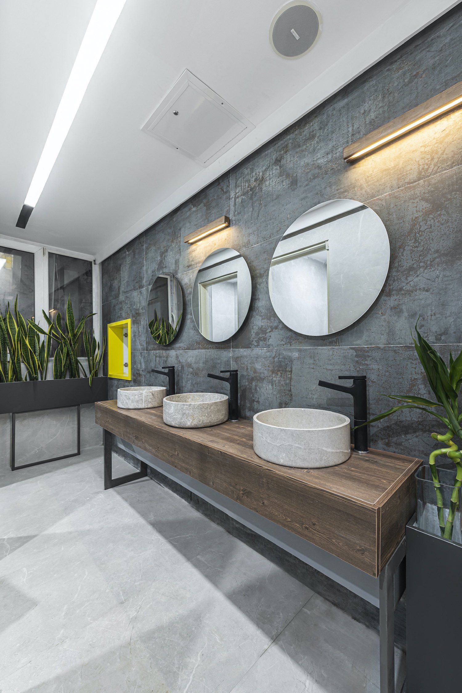 washing basin with grey wall