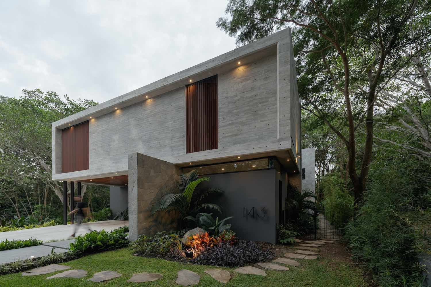 Entreparotas House in Colima, Mexico designed by Di Frenna Arquitectos