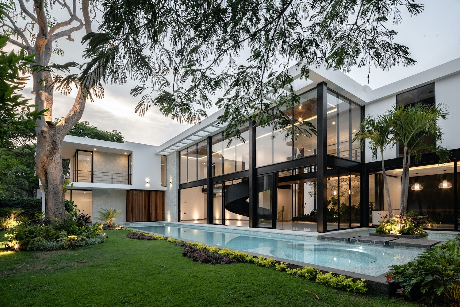 house with steel structure columns and swimming pool