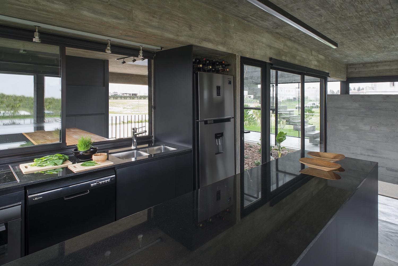 shiny black kitchen design