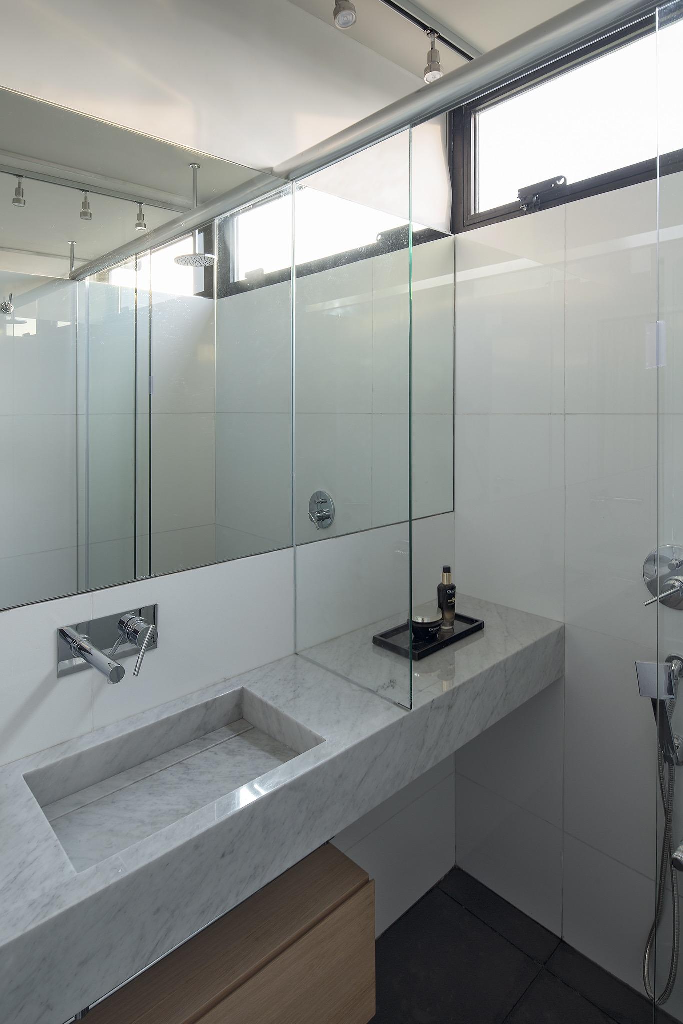 washing basin with ceramic stone