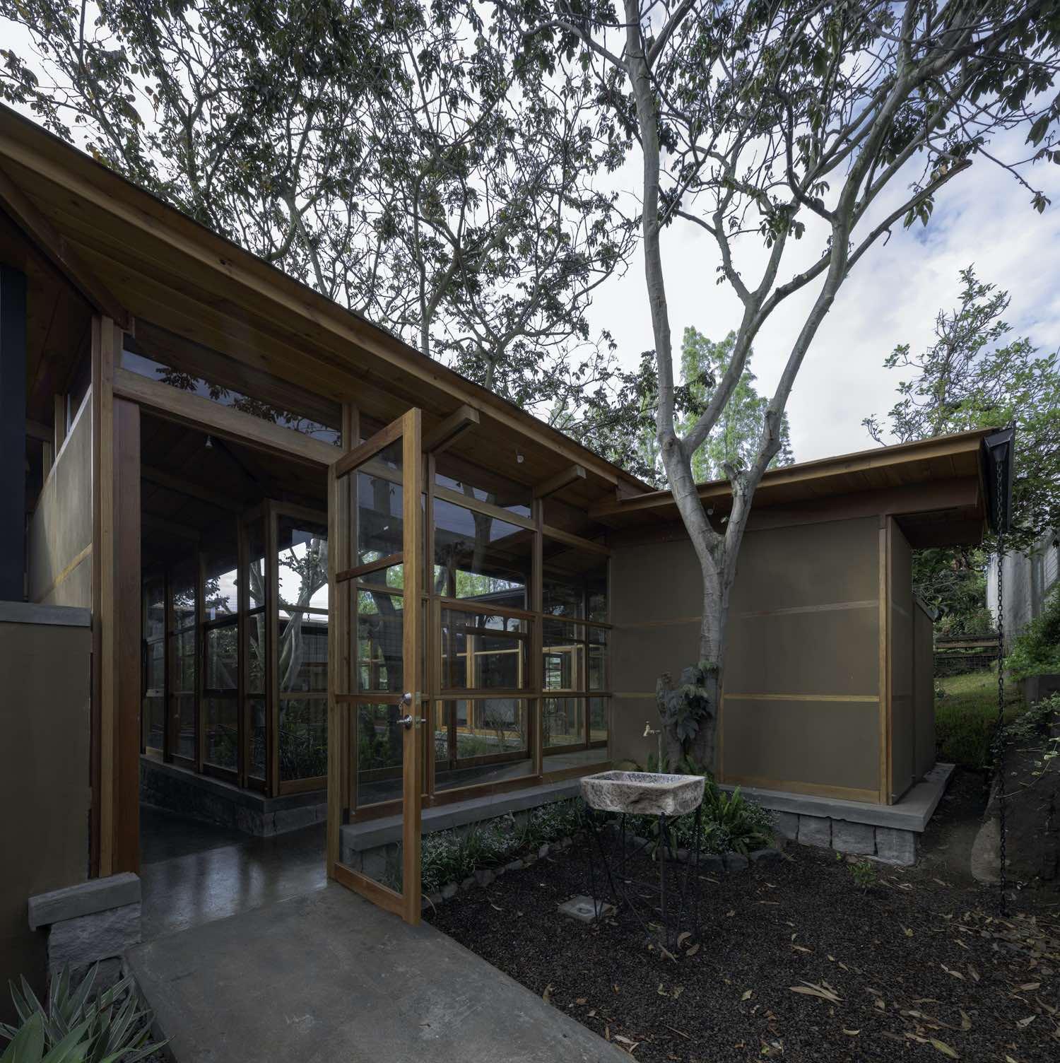 House among trees in Cumbayá, Ecuador designed by El Sindicato Arquitectura