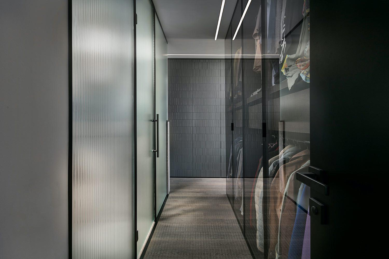bathroom transparent door