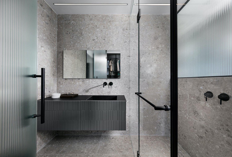 bathroom design with black washing basin