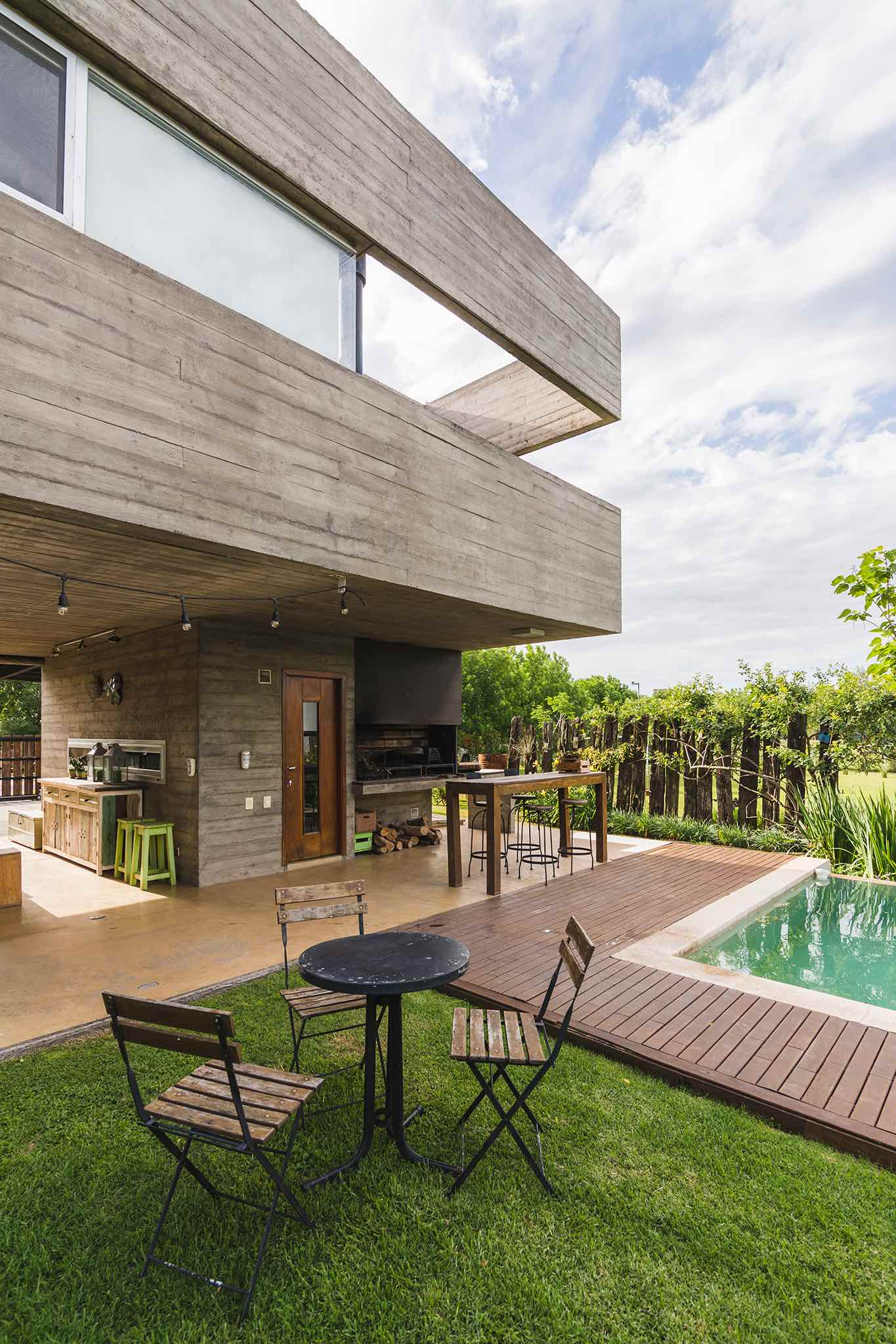 KM house designed by Estudio Pablo Gagliardo