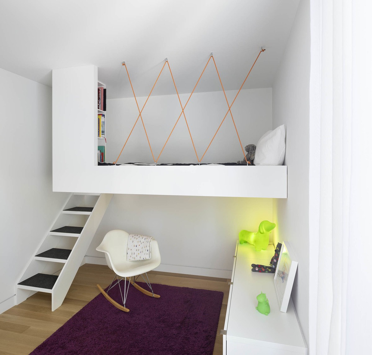 hanged bed
