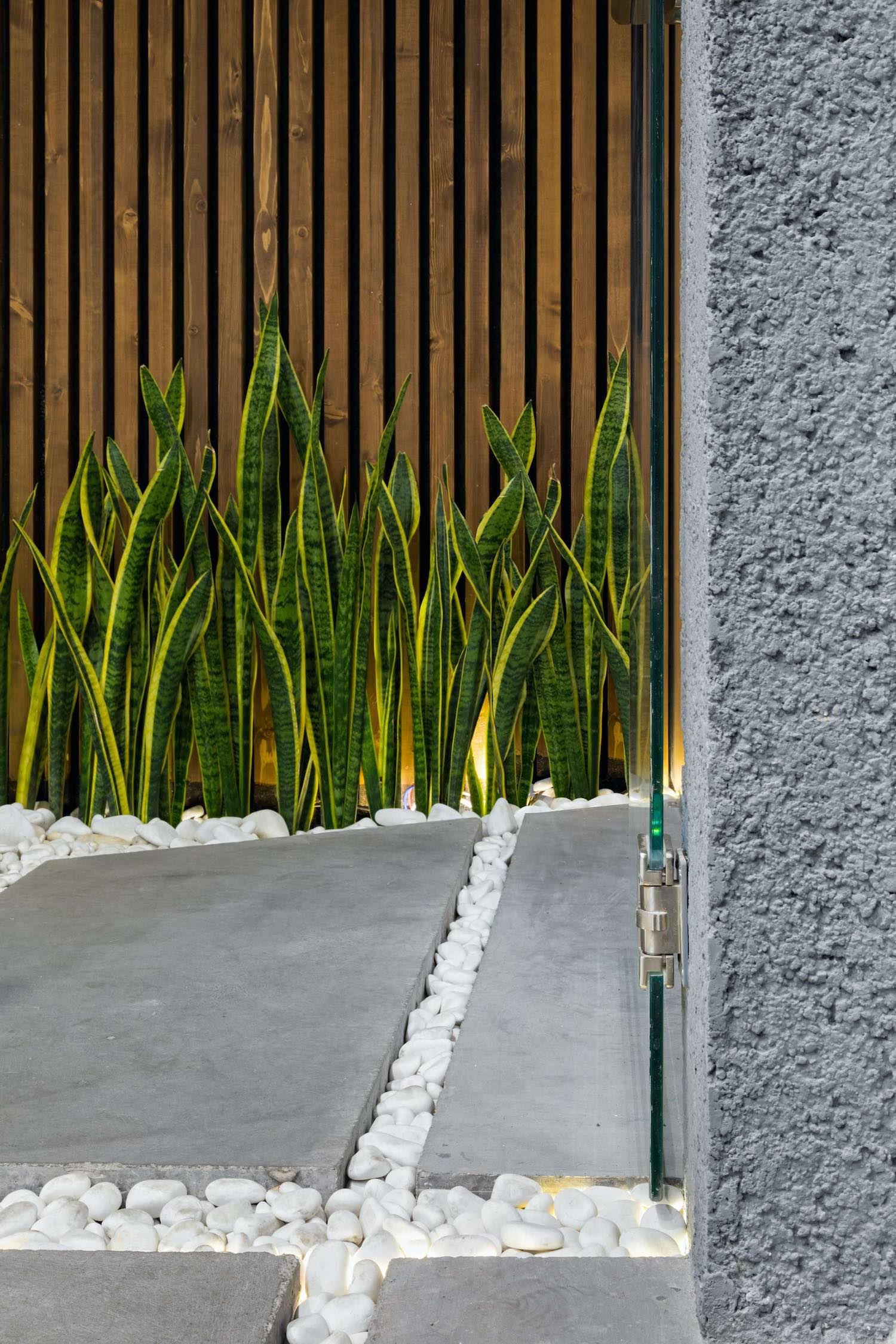 glass window detail for a concrete wall