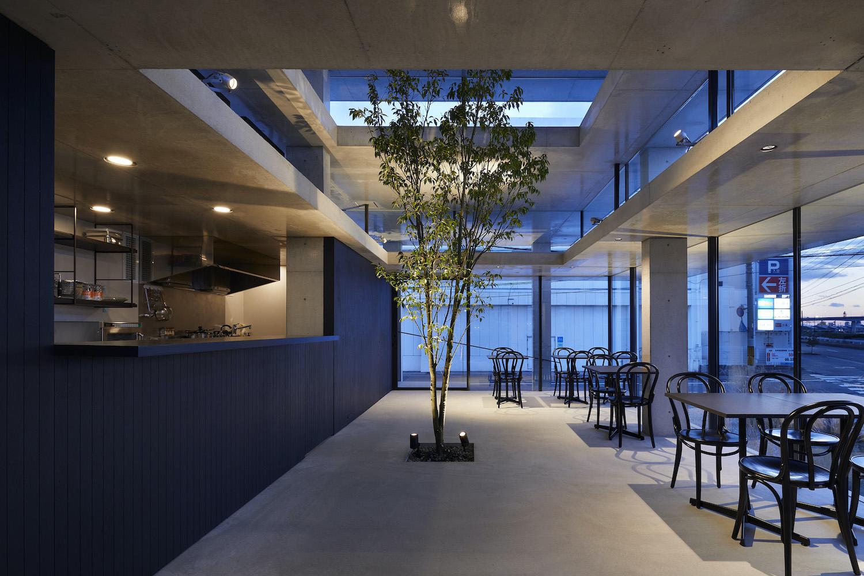 Café in Ujina, Hiroshima designed by IGArchitects