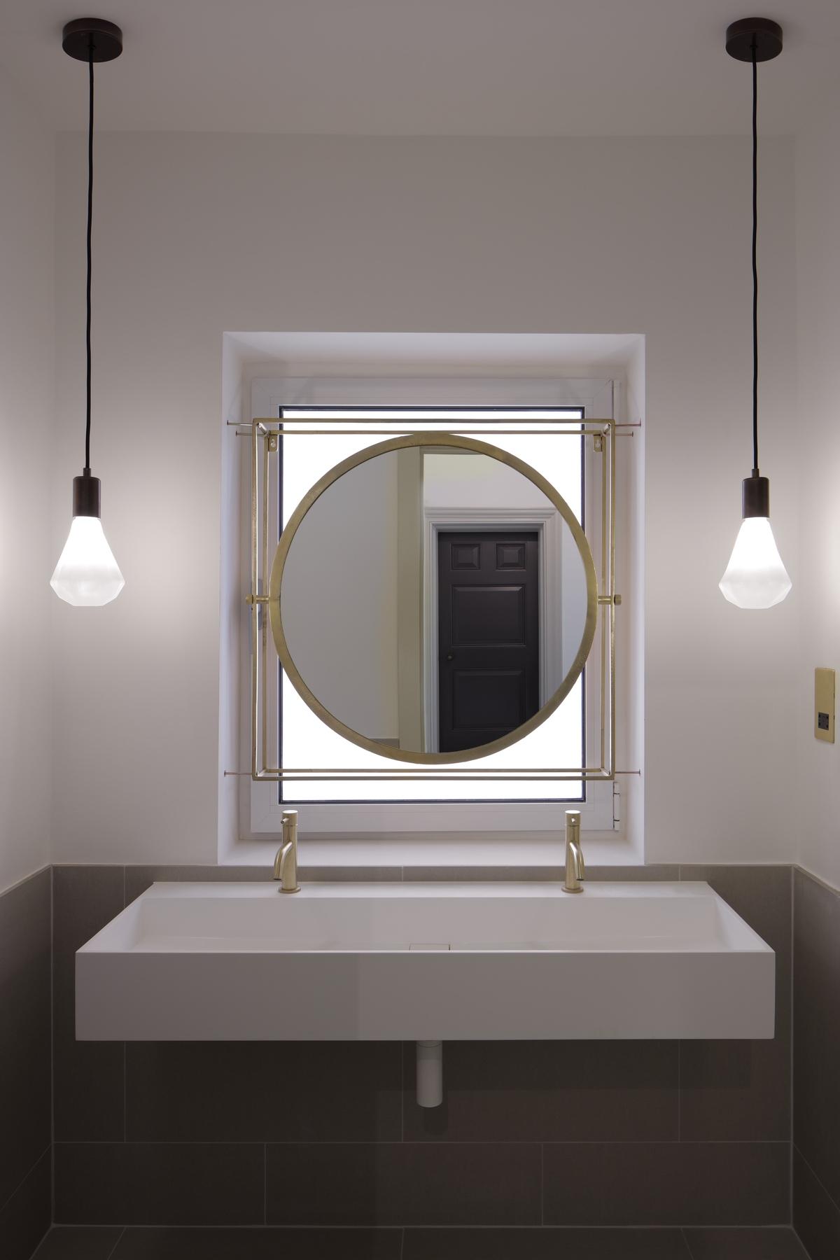 luxury mirror hanged over washing basin