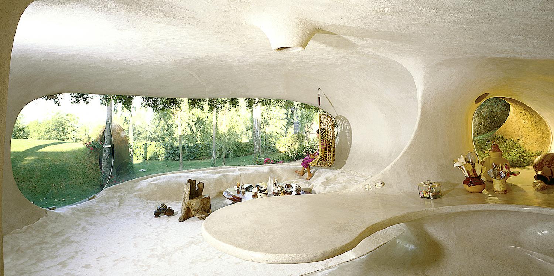 organic wall shaped living room