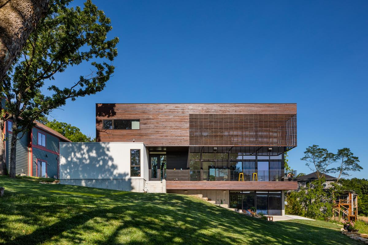 Modern Lodge designed by KEM STUDIO