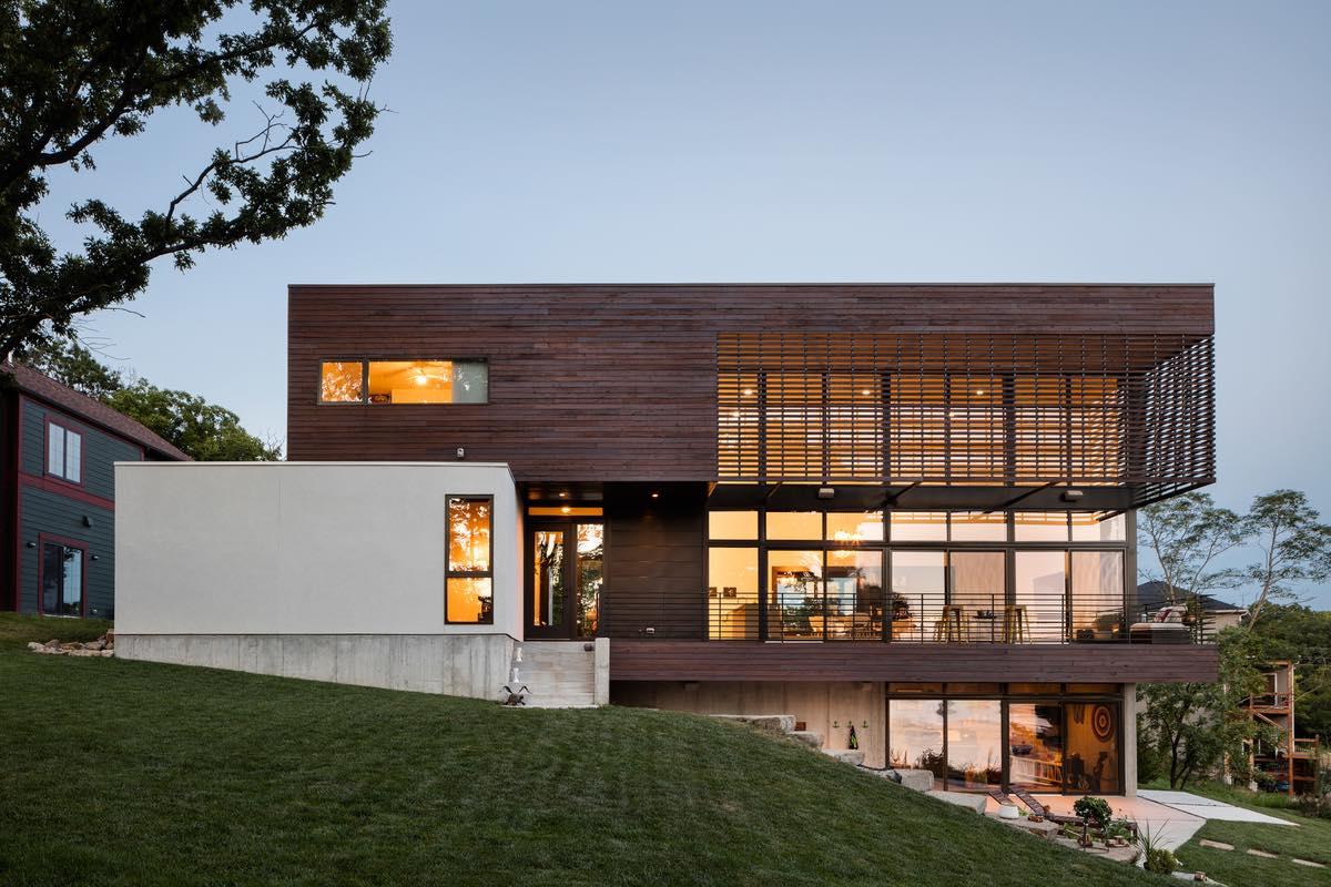 a lakeside house in Kansas City