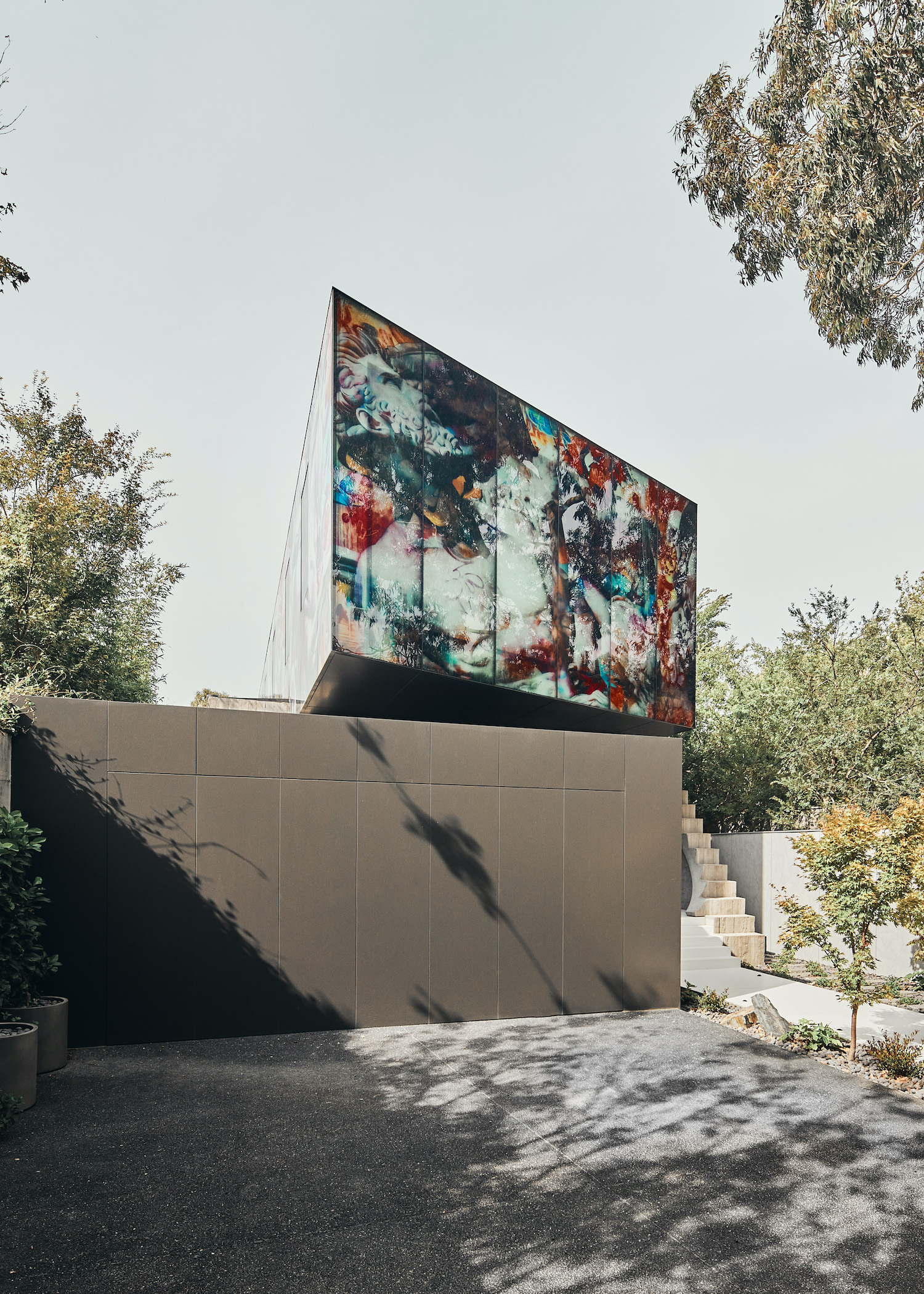 modern house in Melbourne with artistic wall