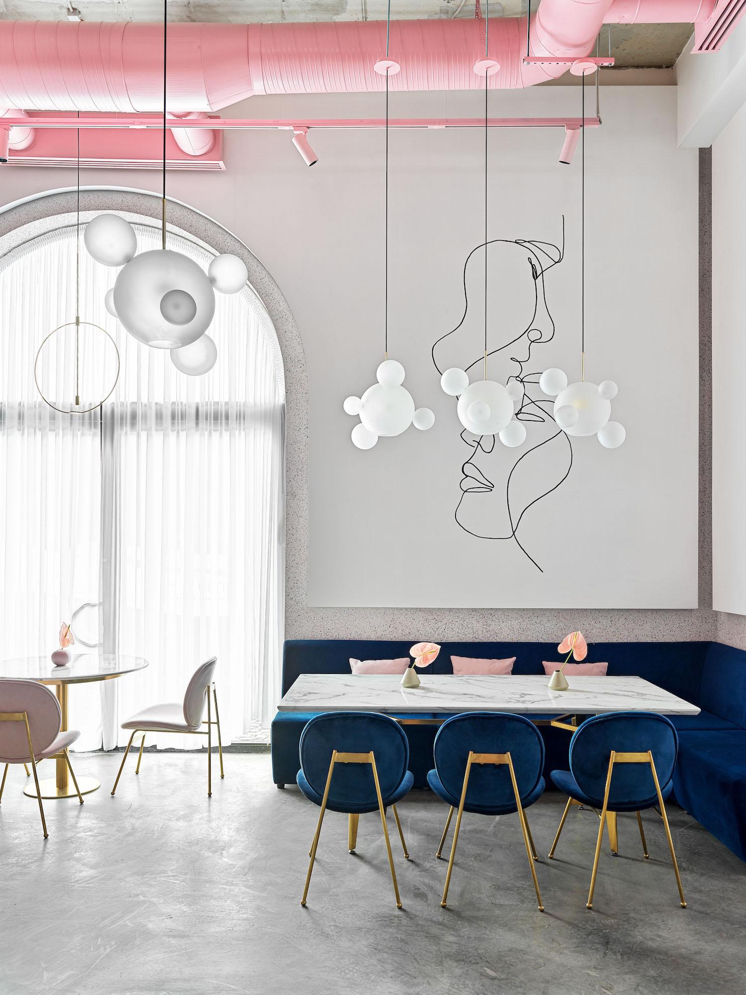 pendant lamp in restaurant hanged over table