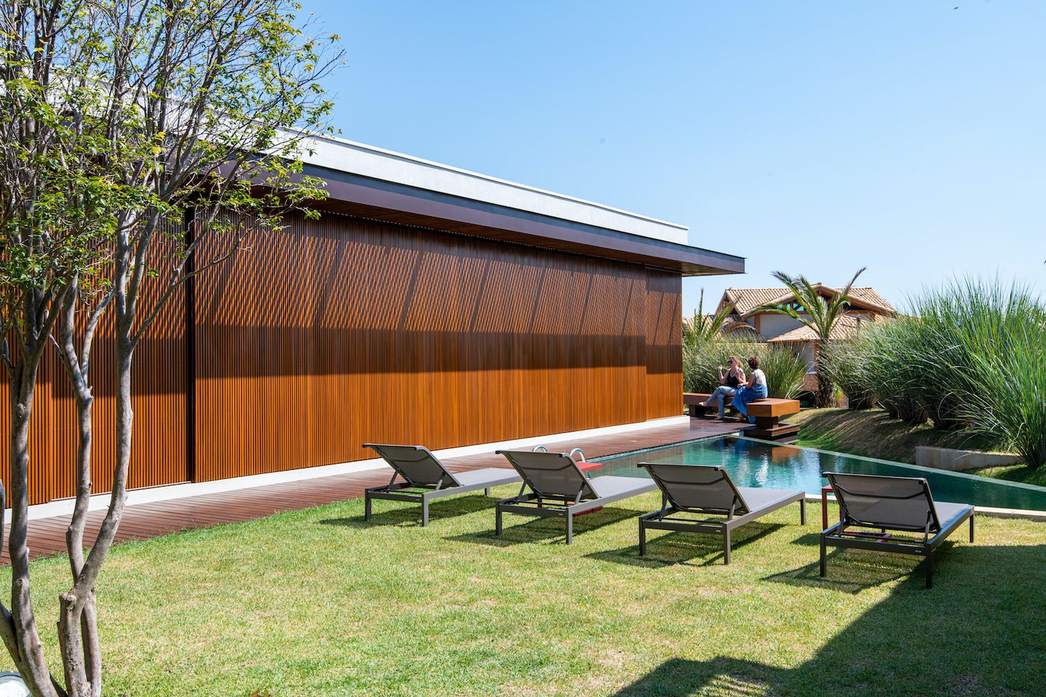 house with Woden wall and swimming pool