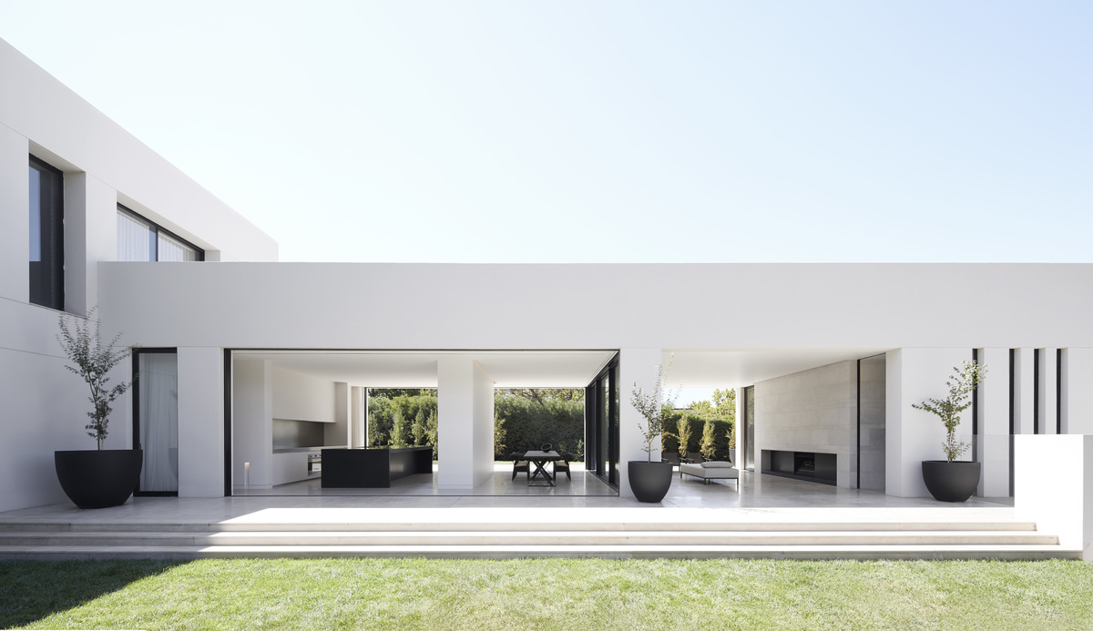 Living room and kitchen view of Red Hill House designed by Mathieson Architects