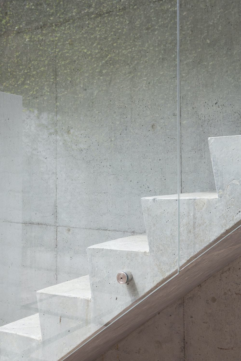the details of the concrete staircase