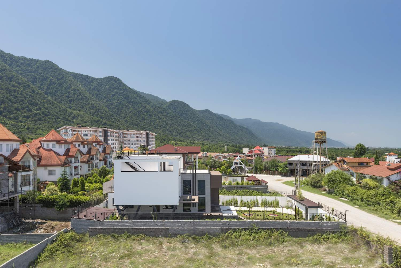 Tooska villa designed by Mohammad Reza Kohzadi
