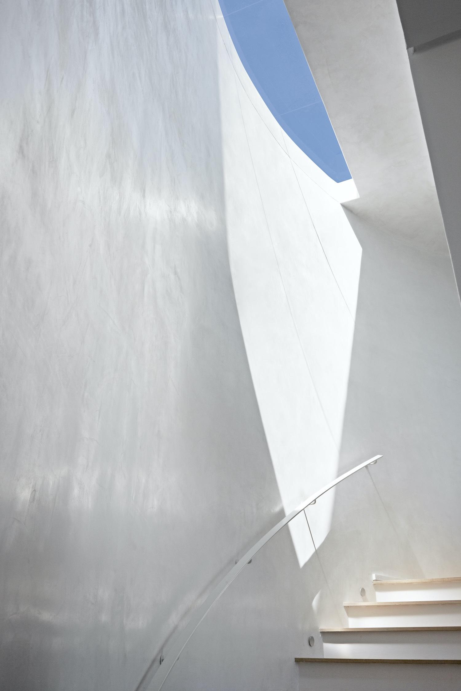 metalic staircase handrail