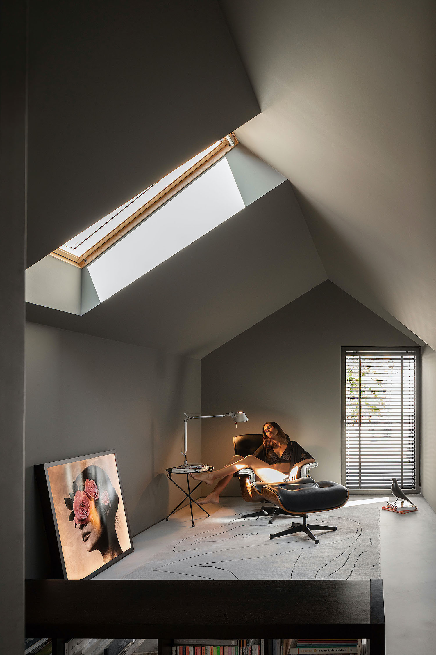 skylight in the ceiling let the sun enters the room