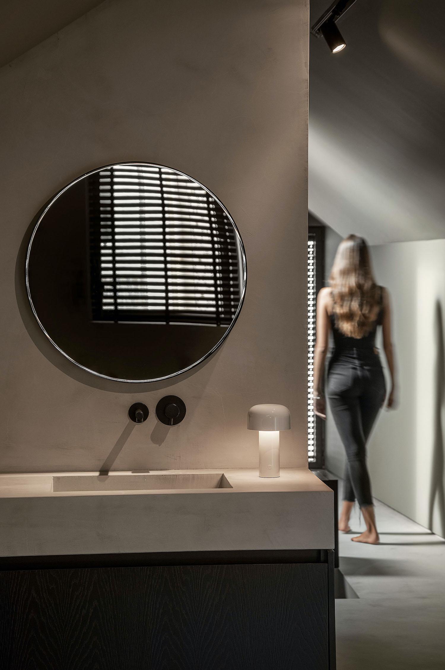 mirror and washing basin