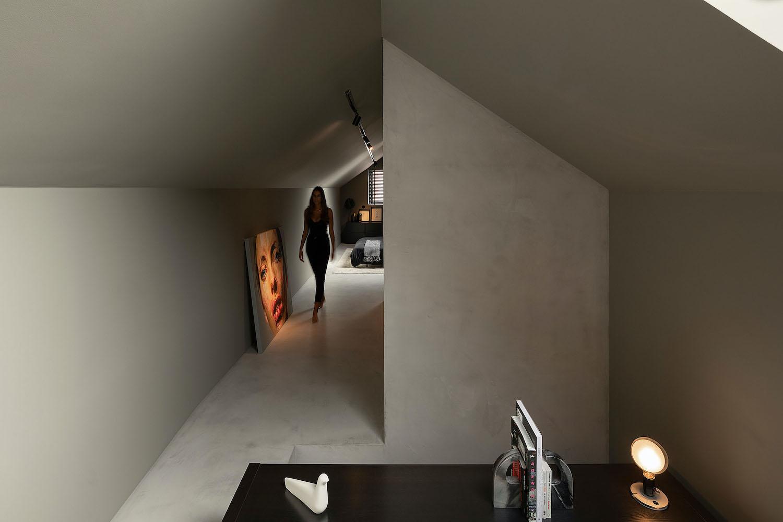 girl walking in the corridor