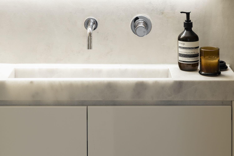 washing basin with illumination