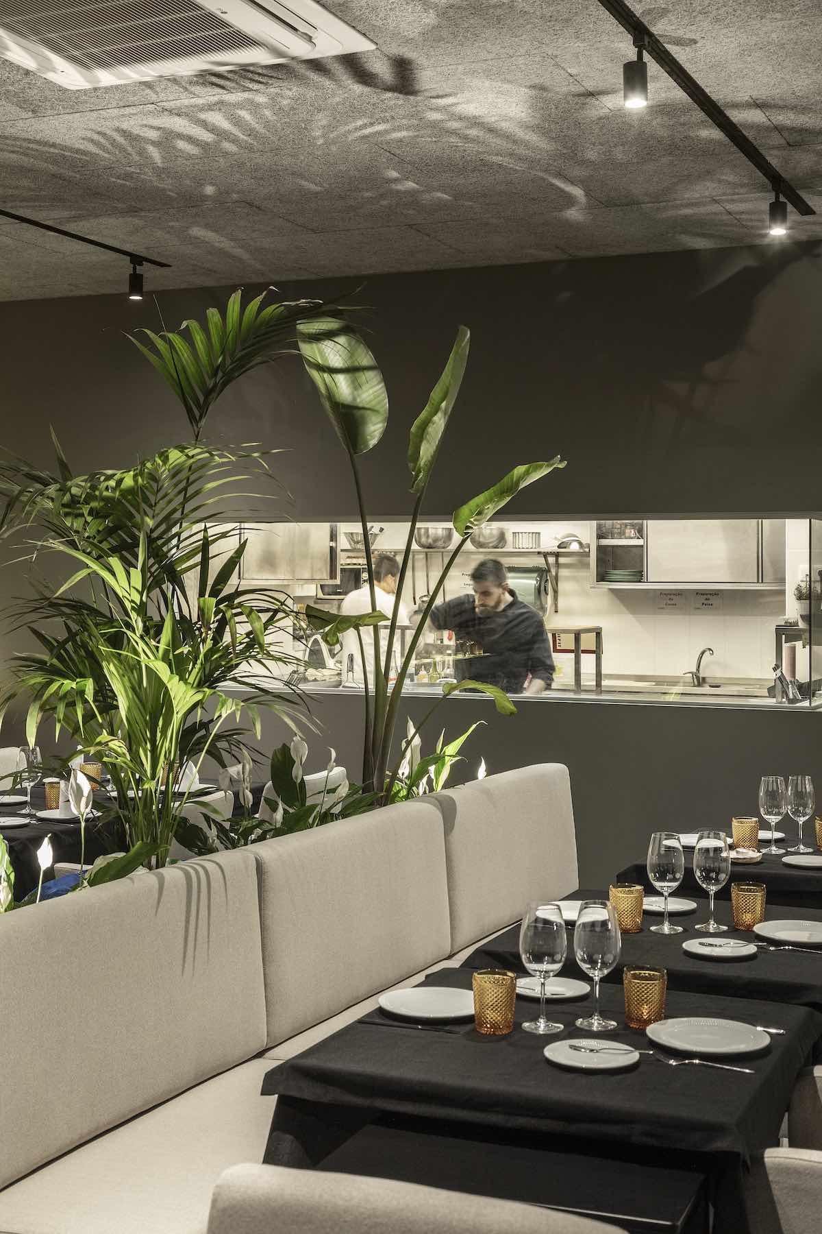 FAMA_Restaurant_Paulo_Martins_Arquitectura_and_design_AmazingArchitecture_%20019.jpg