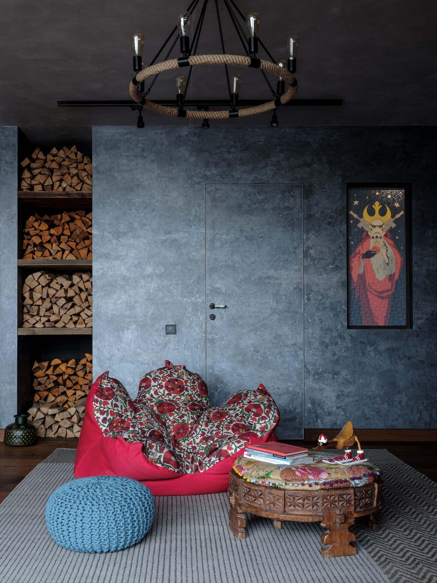 metallic wall design and sofas