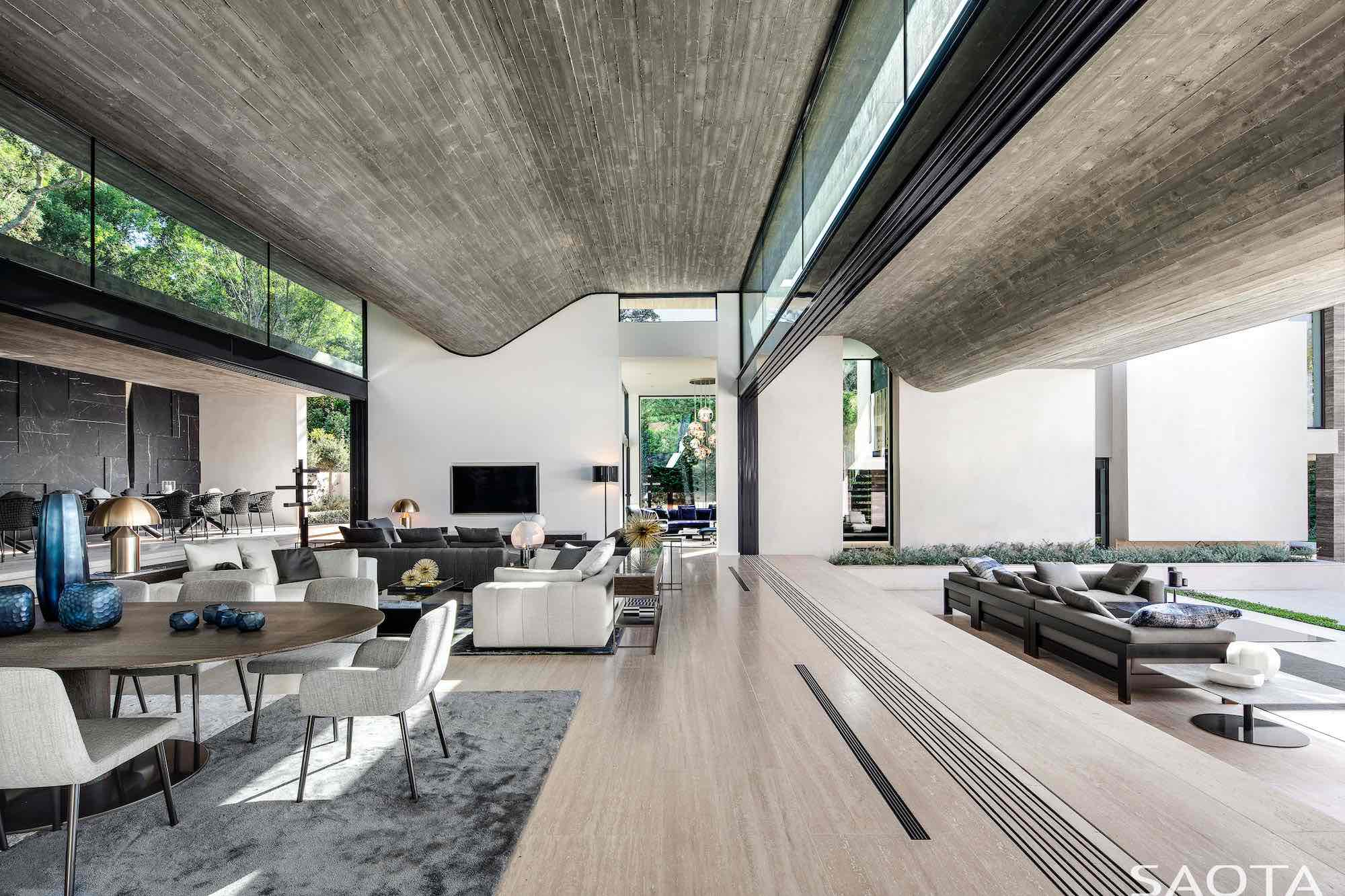 living area with a spectacular view toward garden