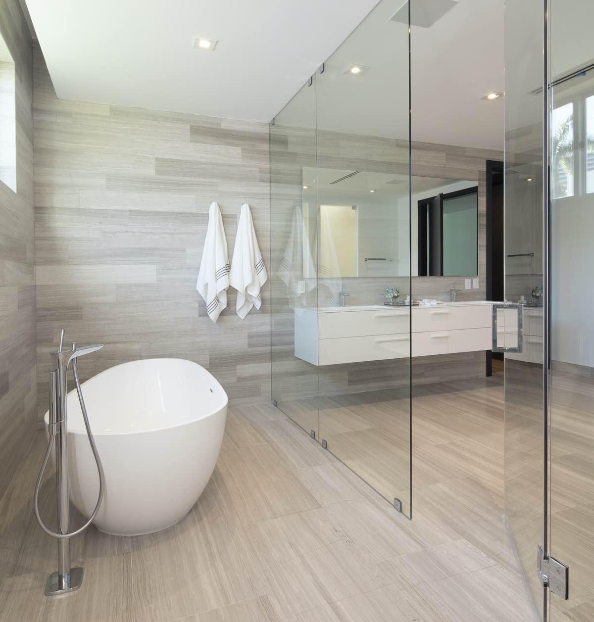 luxury white bathtub