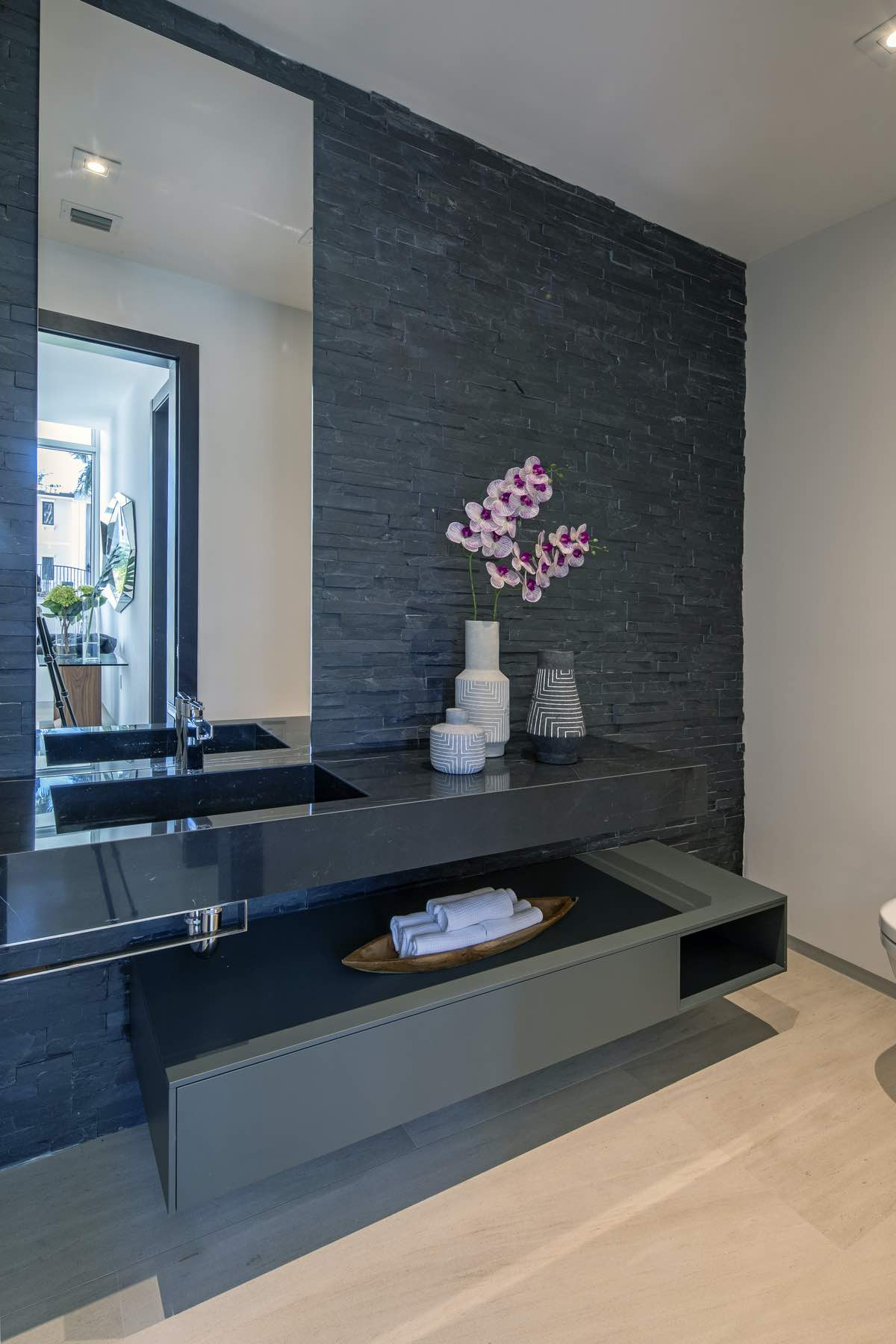 washing basin made of black marble