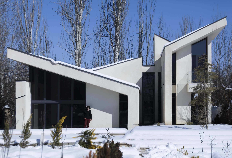 a white villa in a snowy day