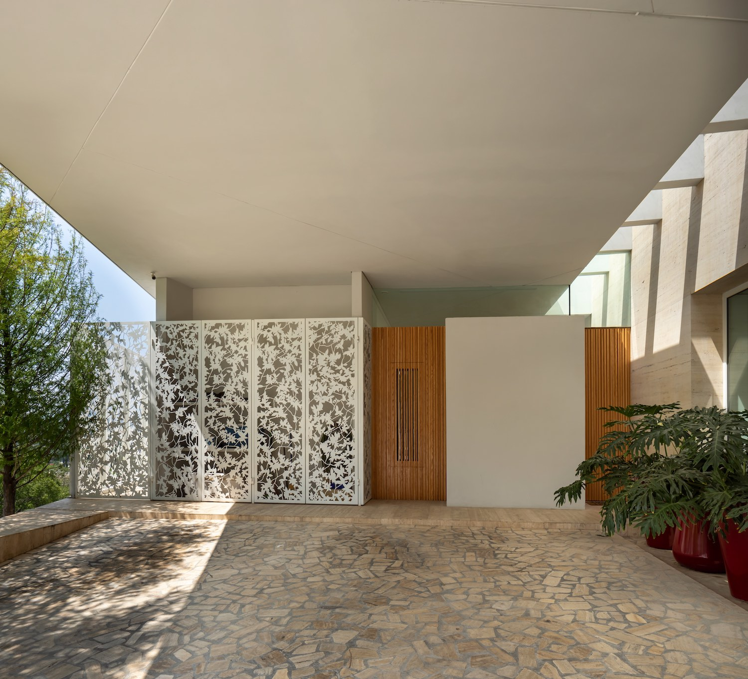 the house with metallic partition wall