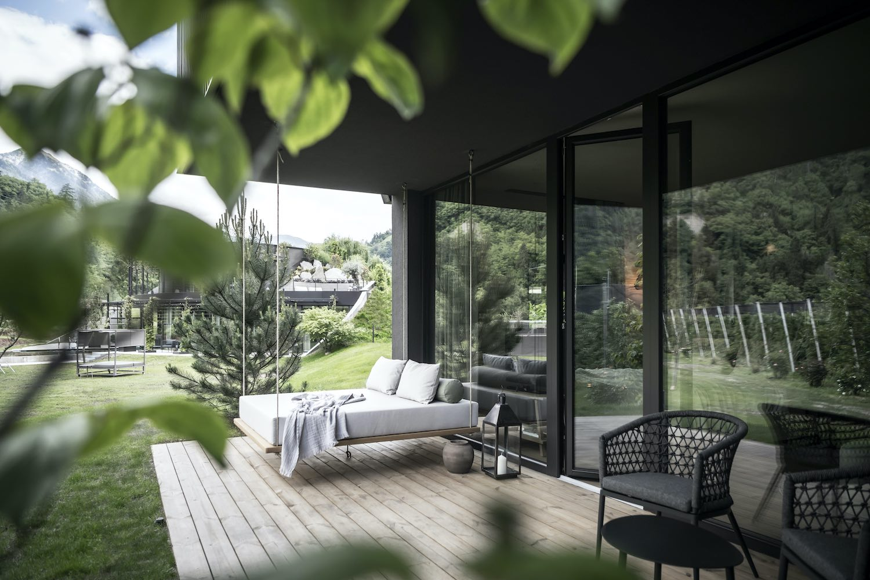 outdoor hanged bed