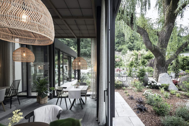 restaurant design with furniture