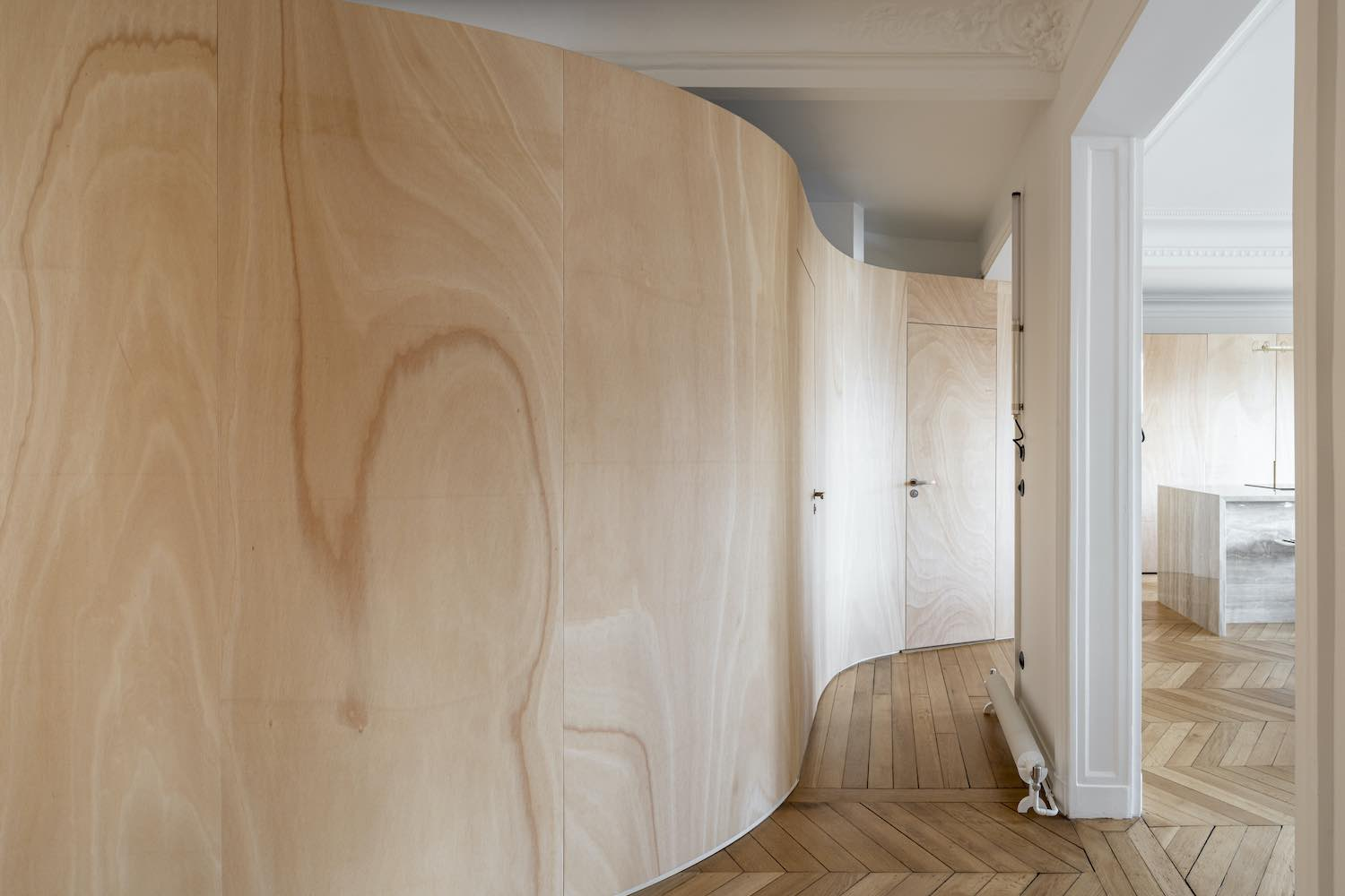the curvy wall made of wood ribbon