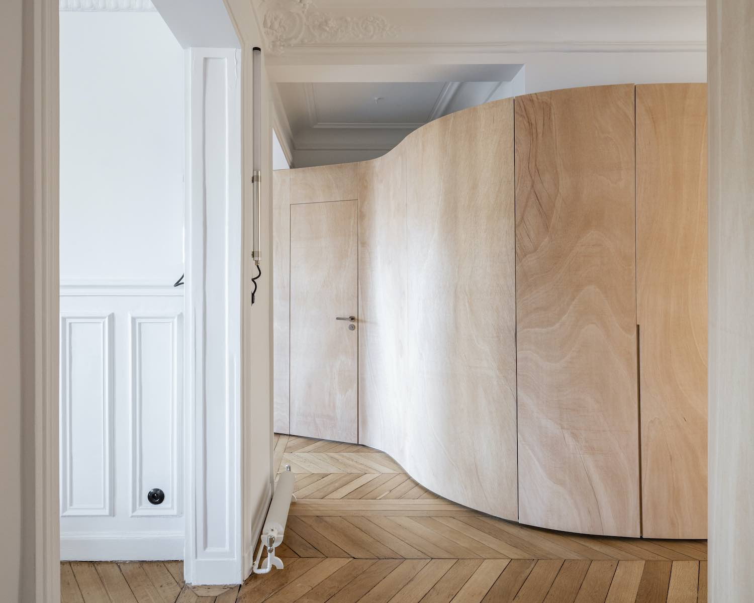 Wooden curvy wall installed inside apartment